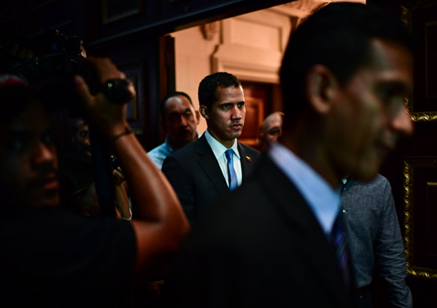 Venezuelan opposition leader and self-proclaimed acting president Juan Guaido (C) arrives at the Venezuelan National Assembly in Caracas on March 11, 2019.