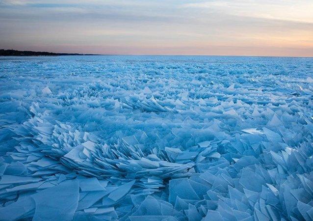 Michigan Lake full of icy shards