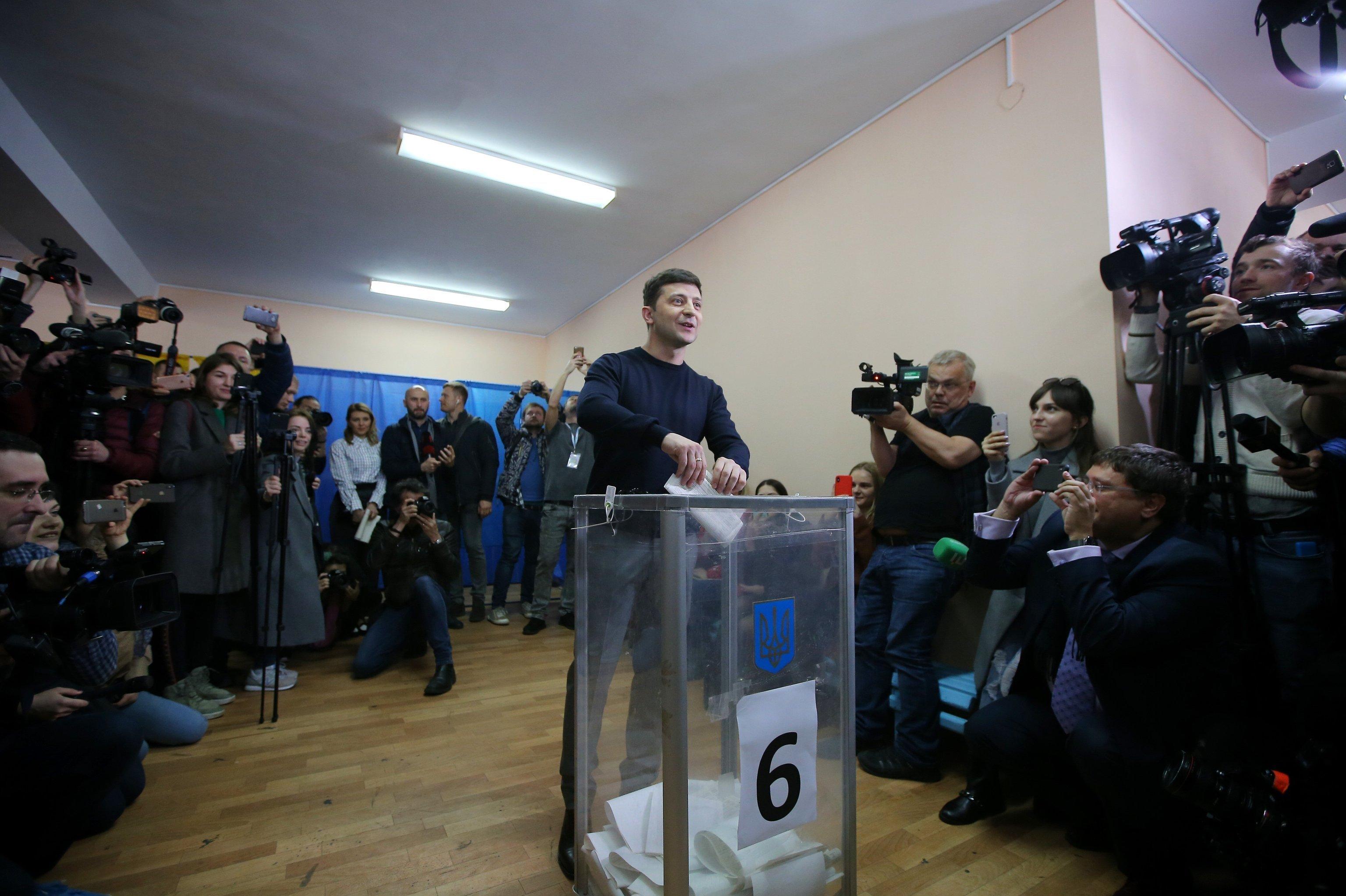 Zelensky votes in the election.
