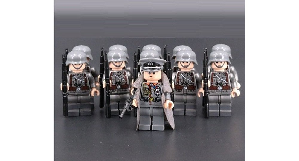 Plastic figurine showing WWII soldiers wearing Nazi Germany uniforms