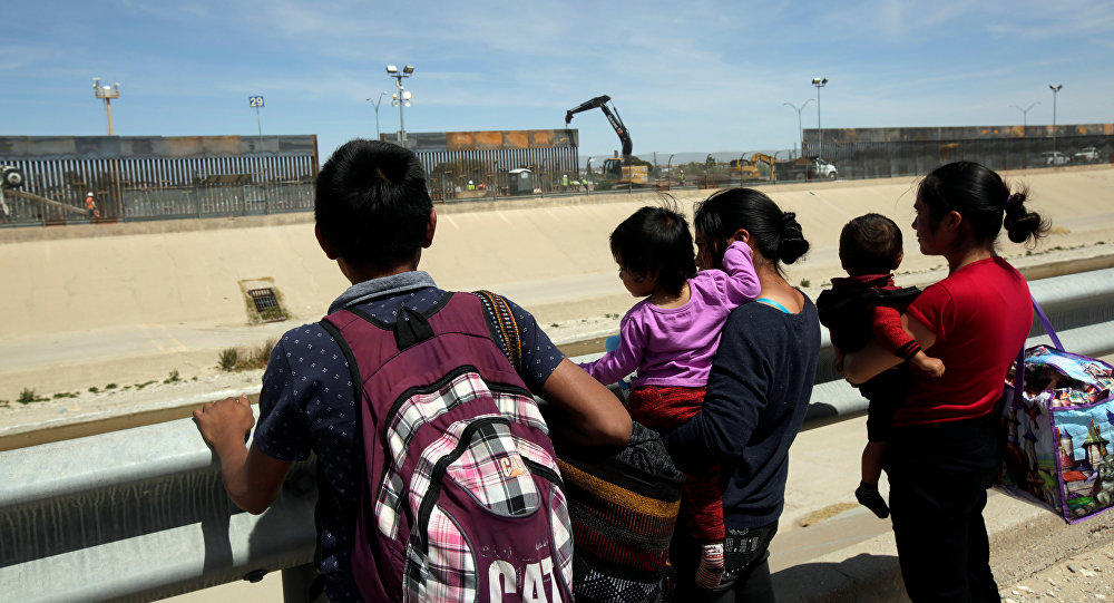 Migrants from Central America are seen before crossing illegally to the US to turn themselves in to request asylum to US Customs and Border Protection officials in El Paso, Texas. File photo
