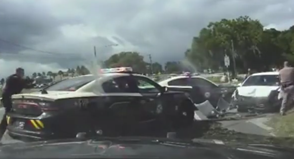 Police chase three nude women in Florida