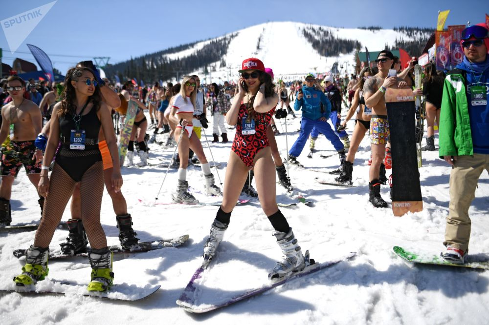 Attendees Participate in Largest Descent From Mountains Wearing Swimsuits During GrelkaFest