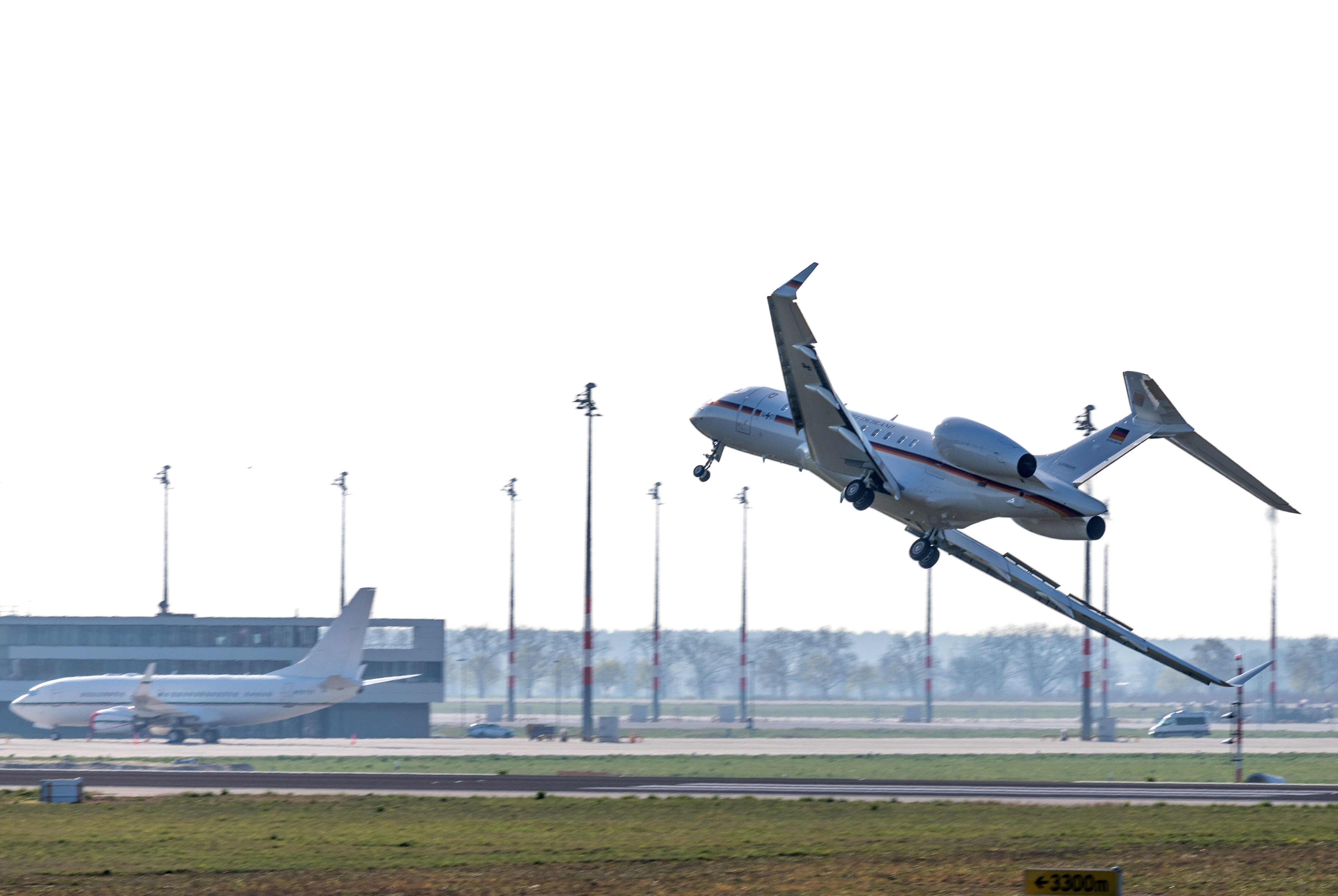 A Global 5000 jet of the government has problems landing at Schoenefeld Airport in Berlin, on April 16, 2019. Following a malfunction shortly after take-off, the aircraft turned back to Berlin-Schoenefeld Airport with major problems.