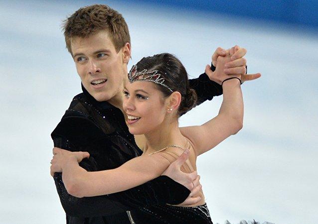 Елена Ильиных и Никита Кацалапов (Россия) выступают в произвольной программе танцев на льду на соревнованиях по фигурному катанию