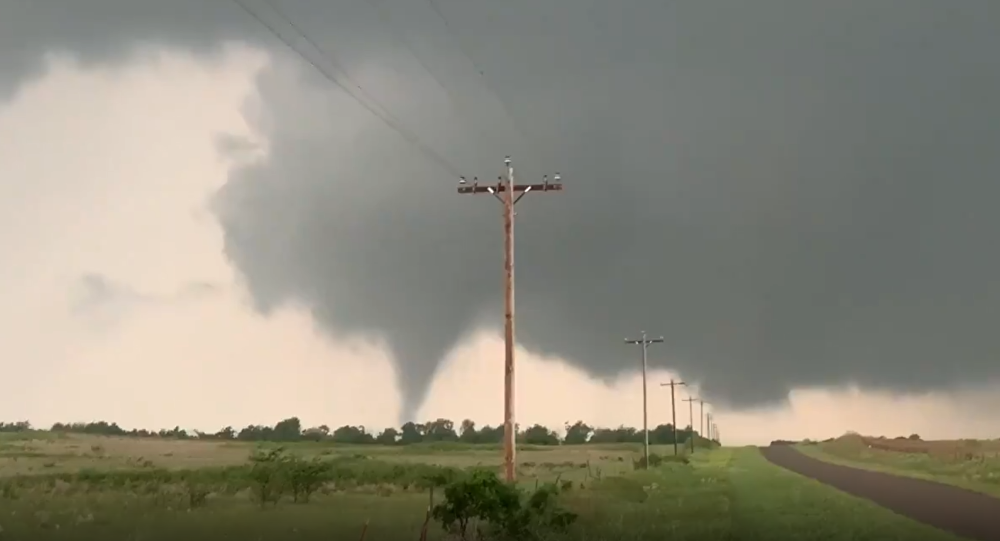 Tornado touches down near Mangum, Oklahoma, May 20, 2019