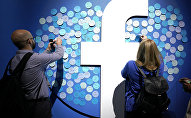 Attendees stick notes on a Facebook logo at F8, the Facebook's developer conference, Tuesday, April 30, 2019, in San Jose, Calif.