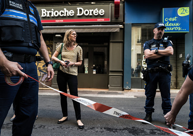 Police officers set a perimeter in front a 'Brioche doree' bakery before French Mayor of Lyon's visit on May 25, 2019 the day after a suspected package bomb blast along a pedestrian street in the heart of Lyon, southeast France