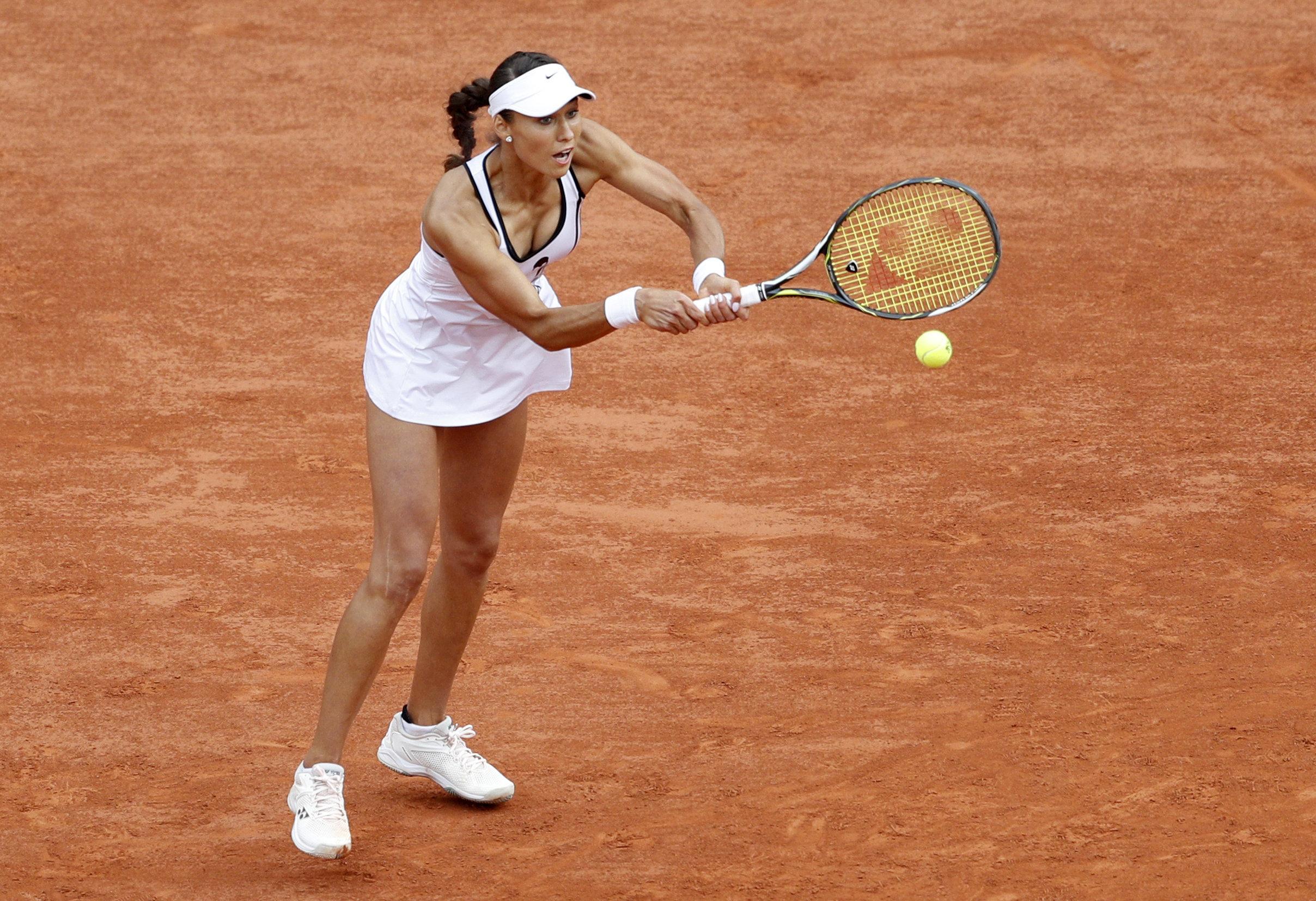 Naomi Osaka, Serena Williams suffer upset losses