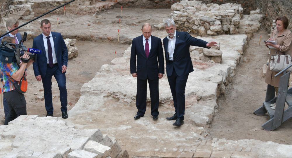 Russian President Vladimir Putin and Director of the Institute of Archaeology of the Russian Academy of Sciences Nikolai Makarov, right, visit a new archaeological excavation site at Moscow's Kremlin, Russia.