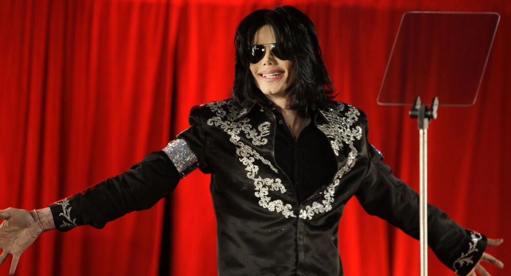 Elton John Calls Michael Jackson 'Mentally Ill' In His New Book