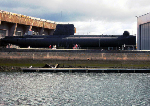 French submarine Minerve (S647)