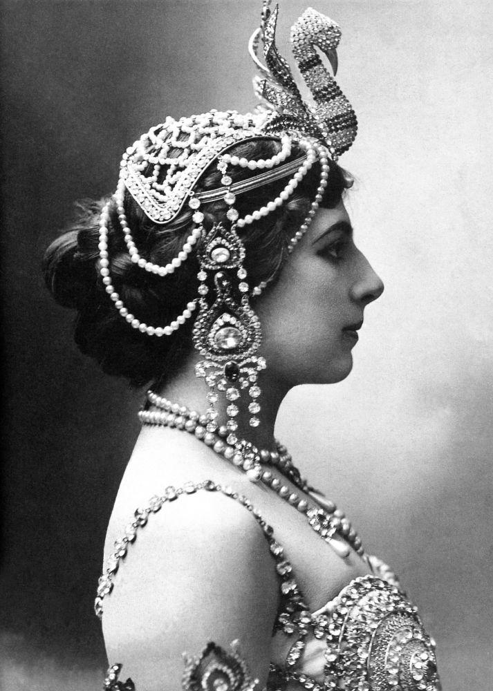 Dancer Mata Hari, 1910