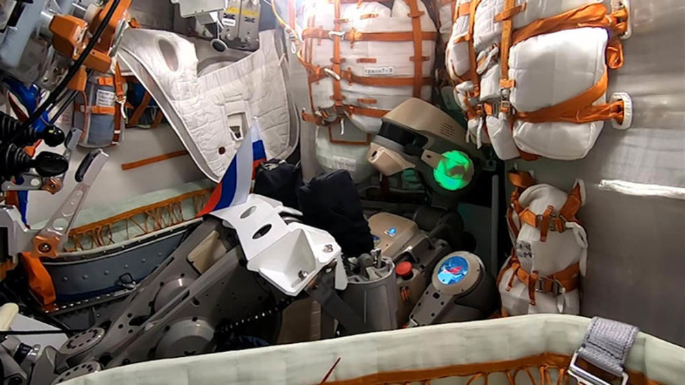 Humanoid robot Skybot F-850 (Fedor) congratulates Russians on the National Flag Day from inside the Soyuz MS-14 spacecraft.