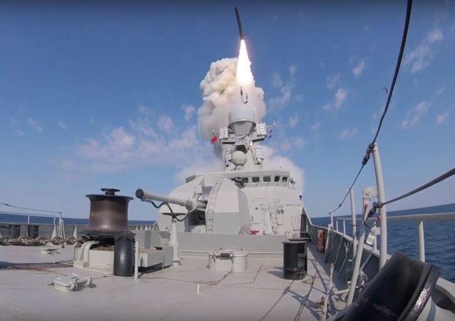 Первая стрельба МРК «Вышний Волочек» высокоточными крылатыми ракетами «Калибр» в Черном море