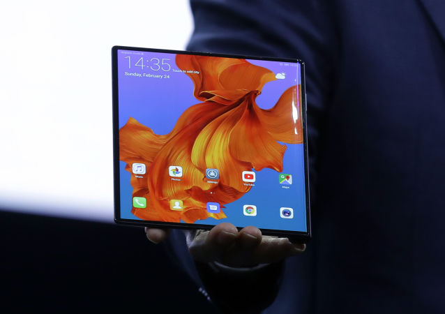 Huawei CEO Richard Yu displays the new Huawei Mate X foldable 5G smartphone at the Mobile World Congress, in Barcelona, Spain, 24 February 2019.