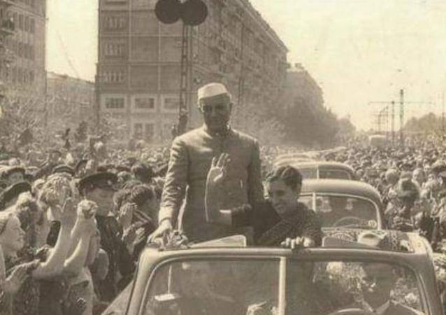 Nehru & India Gandhi in the US in 1954