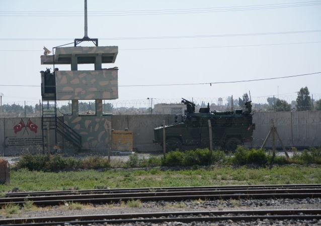 Turkish vehicle on Syrian border