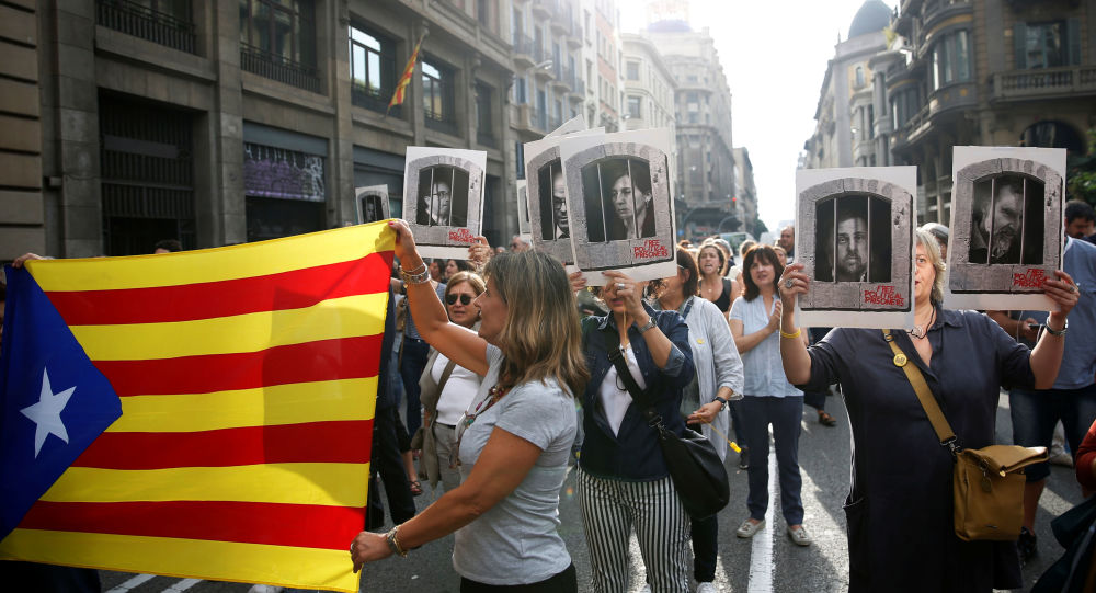 People holding an Estelada (Catalan flag) and pictures of Catalan politicians as they walk through Via Laetana Avenue during a protest after a verdict in a trial over a banned independence referendum, in Barcelona, Spain October 14, 2019