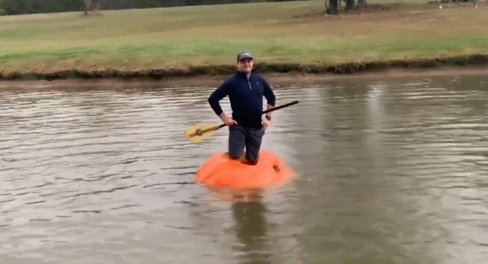 US Man Turns Massive 910-Pound Pumpkin Into Vessel