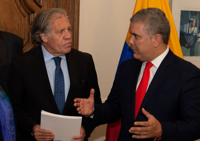 Colombia's President Ivan Duque speaks with OAS General Secretary Luis Almagro, after handing over a report that, according to Colombian authorities, contains evidence of the Venezuelan President Nicolas Maduro's support for terrorist groups, in Washington, U.S., September 26, 2019. Picture taken September 26, 2019.