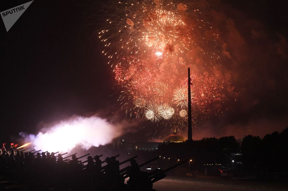 Fireworks on Poklonnaya Hill in Moscow to mark the 75th anniversary of Belgrade's liberation from Nazism.
