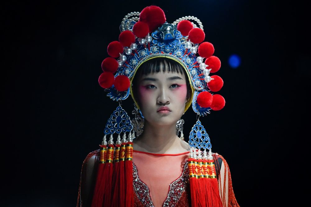 Delicate Beauty and a Whirlwind of Colours at China Fashion Week