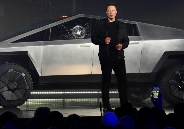 Tesla CEO Elon Musk unveils the Cybertruck at the TeslaDesign Studio in Hawthorne, California. The window glass cracked during a demonstration of its strength; 21 November 2019. Mandatory Credit: Robert Hanashiro-USA TODAY