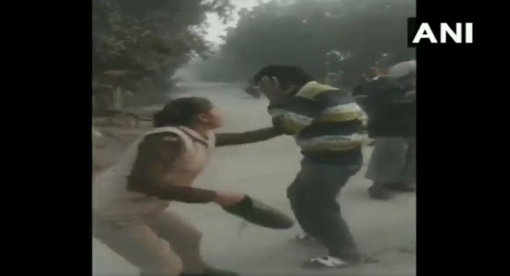 A woman constable thrashes a man for allegedly harassing girls on their way to school in Bithur area of Kanpu