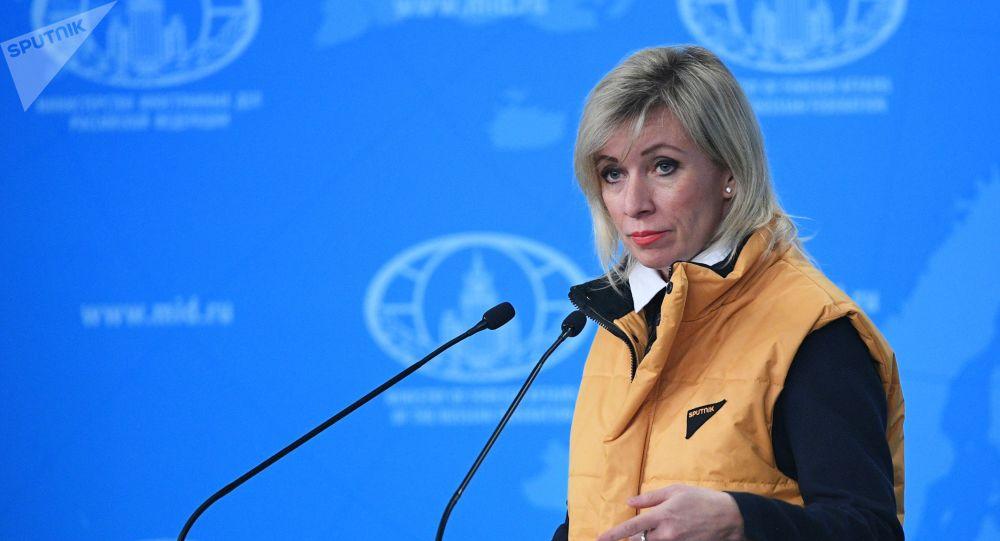 Zakharova Holds Briefing in Sputnik's Corporate Vest Jacket to Support Sputnik Estonia