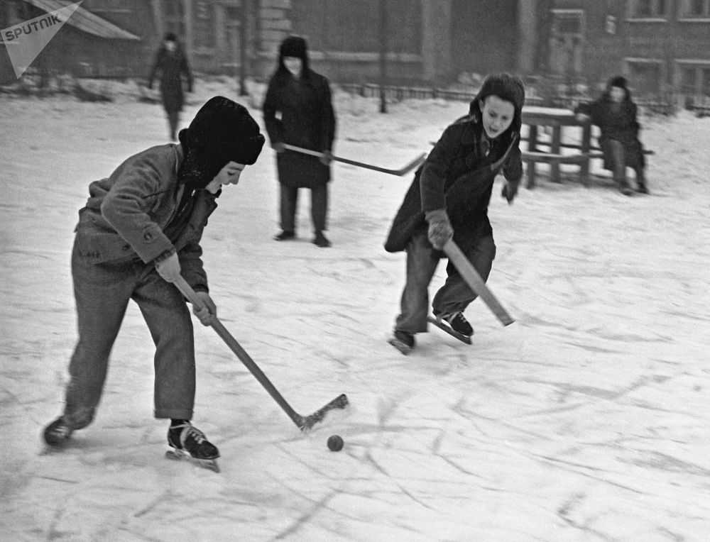 Boys play hockey in Moscow in 1959