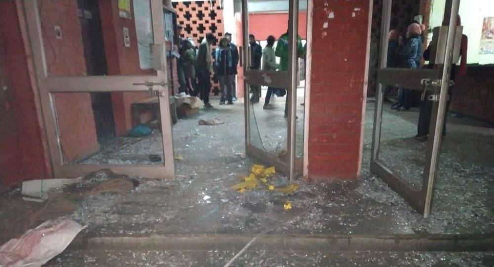 Students and teachers at India's Jawaharlal Nehru University (JNU) were attacked by unidentified masked men and women on the university campus in New Delhi on Sunday.