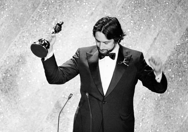 Actor Robert De Niro accepts the Oscar for his performance in Raging Bull, at the 53rd annual Academy Awards show in Los Angeles, Calif., on March 31, 1981.