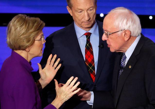 Democratic 2020 U.S. presidential candidates (L-R) Senator Elizabeth Warren (D-MA) speaks with Senator Bernie Sanders (I-VT) as billionaire activist Tom Steyer listens after the seventh Democratic 2020 presidential debate at Drake University in Des Moines, Iowa, U.S., January 14, 2020.