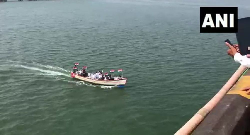 Karnataka: People traveled by boat to Mangaluru to hold protest against  Citizenship Amendment Act and National Register of Citizens