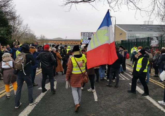 Yellow Vest Rally for Julian Assange