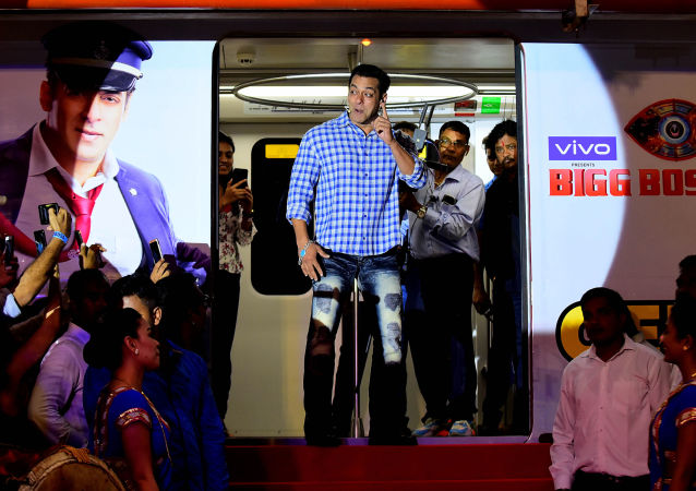 Indian Bollywood actor and host of reality television program Bigg Boss season 13 Salman Khan (C) arrives to attend a the show's press conference at Metro Corporation Yard in Mumbai on September 23, 2019. Bigg Boss 13 is scheduled to premiere on September 29.
