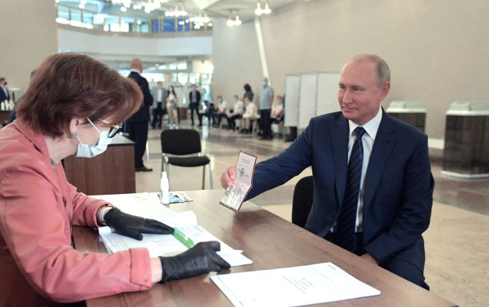 Putin Signs Decree to Introduce Constitutional Amendments After All-Russian Vote