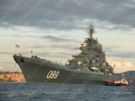 Nuclear-powered missile cruiser Pyotr Veliky visits Toulon