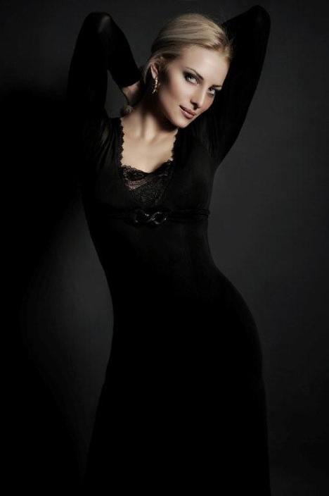 Mrs World 2009 Russia's Victoria Radochinskaya