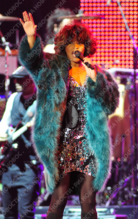 Diva Whitney Houston performs in Moscow