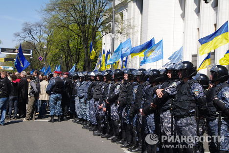 Supporters and opponents of a deal to extend the lease of the Russian Black Sea Fleet in Ukraine's Crimea