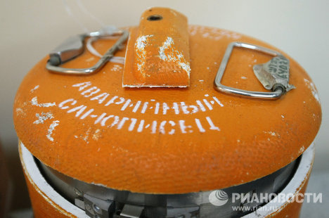 Flight recorders from Lech Kaczynski's plane