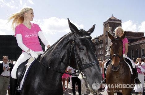 "Riga stages ""Go Blonde!"" parade"