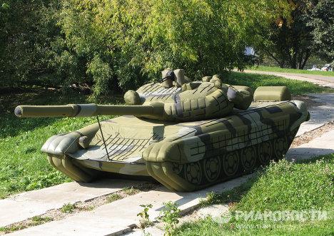 Надувной макет танка