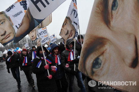 Tens of Thousands Putin Supporters March and Rally in Moscow