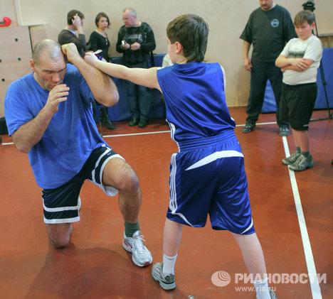 Мастер-класс для детей чемпиона мира по боксу в супертяжелом весе по версии WBA Николая Валуева