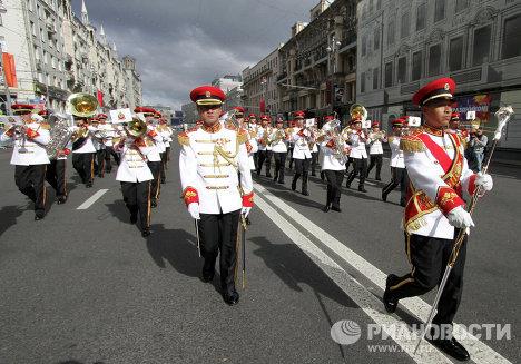 Военнослужащие сингапурского центрального оркестр вооруженных сил Сингапура