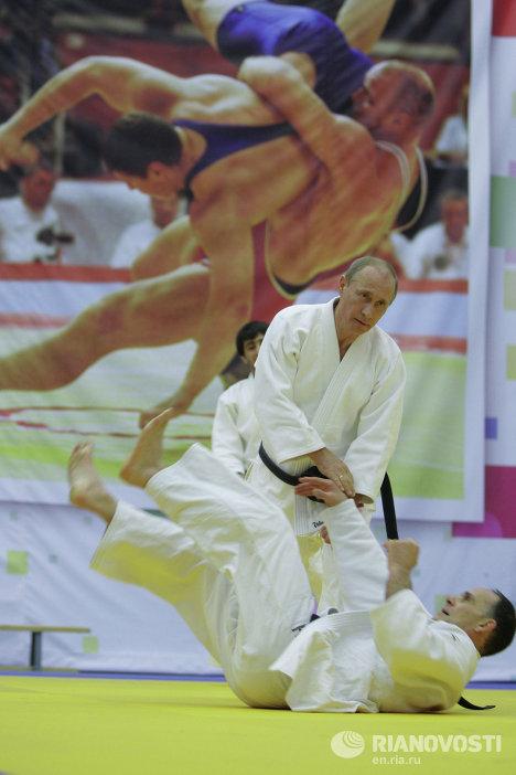 Премьер-министр РФ Владимир Путин принял участие в тренировке борцов в Санкт-Петербурге