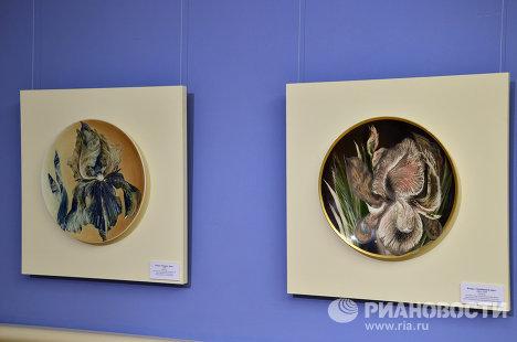 Выставка фарфоровой живописи Татьяны Чапургиной открылась в Царицыно